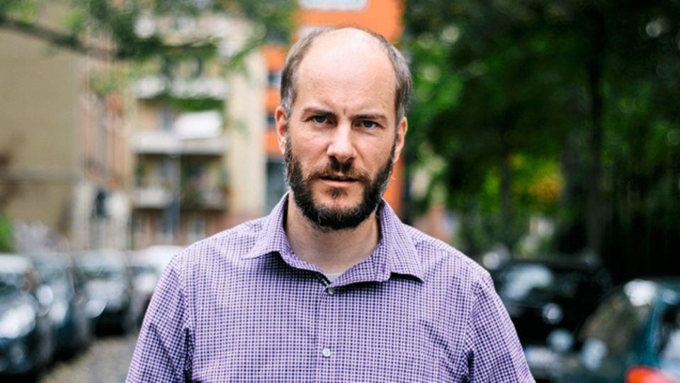 """Martin Kohlmannund seine Organisation """"Pro Chemnitz"""" hatten zu einer eigenen Kundgebung aufgerufen. Nach der Vereinigung mit dem Zug der AfD begrüßten die Kundgebungsteilnehmer einander mit dem gemeinsamen Schlachtruf """"Wir sind das Volk"""""""