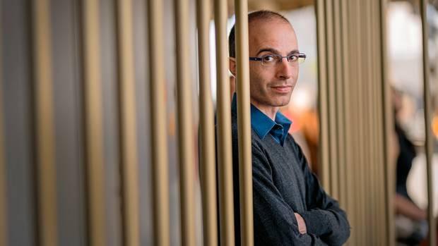 """""""Menschen sprechen am liebsten über Themen, die sie verstehen, nicht unbedingt über die wichtigsten.""""Harari will das mit seinen Büchern ändern."""