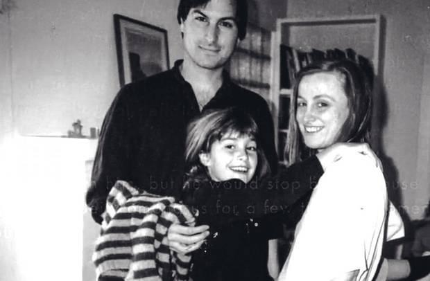 Lisa 1986 mit ihrem Vater und Tante Mona Simpson. Jobs sah seine Tochter immer wieder jahrelang nicht.