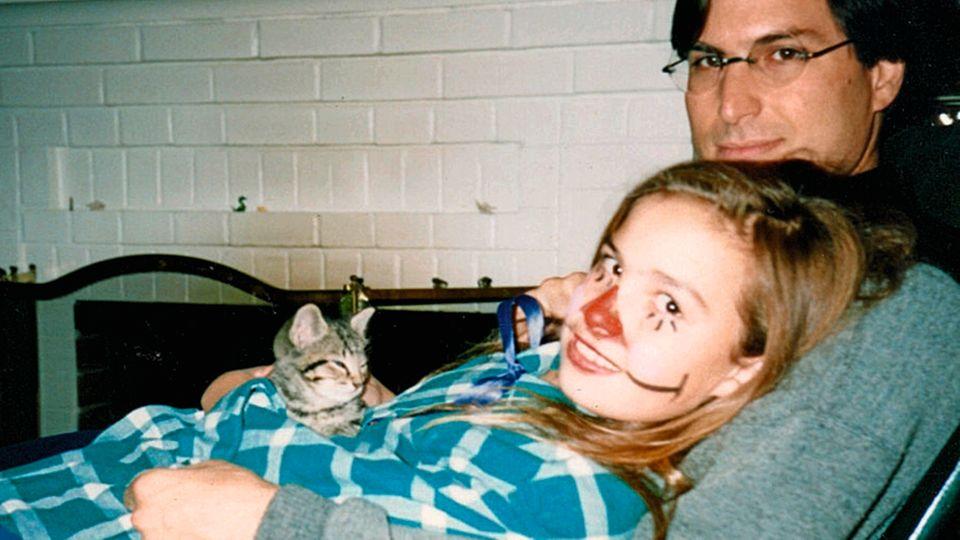 Vater und Tochter mit Katze an Halloween 1986