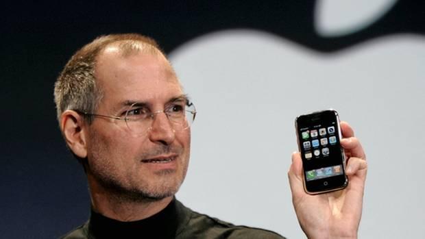 Der Vater: Steve Jobs bei der Präsentation des ersten iPhones 2007