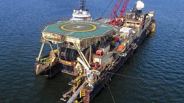 Vor der Küste Mecklenburgs werden erste Nord-Stream-2-Rohre in der Ostsee versenkt