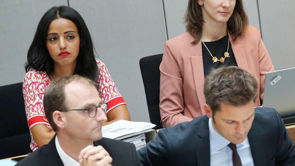 Sitzung im Abgeordnetenhaus: Staatssekretärin Chebli verlässt unter Tränen den Plenarsaal