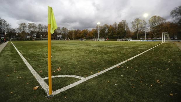 Ein Fußballplatz in Duisburg, wie es zehntausende in Deutschland gibt