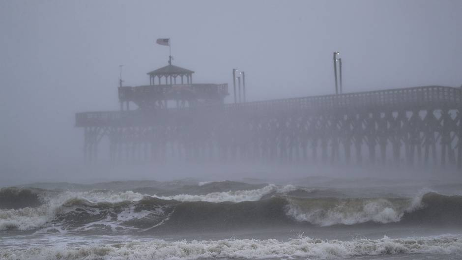 Mit Windgeschwindigkeiten von bis zu 150 Kilometern pro Stunde trifft Hurrikan Florence auf die US-Ostküste