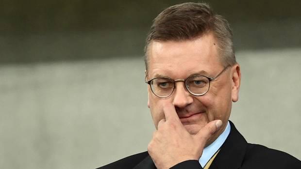 DFB-Boss Reinhard Grindel steht nach der Özil-Affäre vermehrt in der Kritik