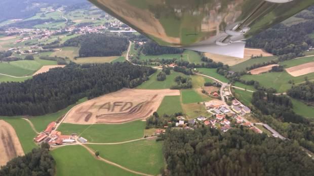 nachrichten deutschland - hakenkreuz auf acker