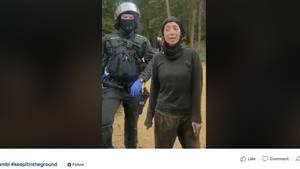 Screenshot vom Facebookvideo, in dem eine Umweltaktivistin im Hambacher Forst, über Engagement spricht.