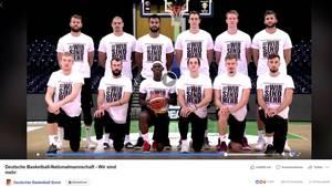 """Die Deutschen Basketball-Nationalmannschaft versammelt sich unter dem Motto """"#wirsindmehr"""""""