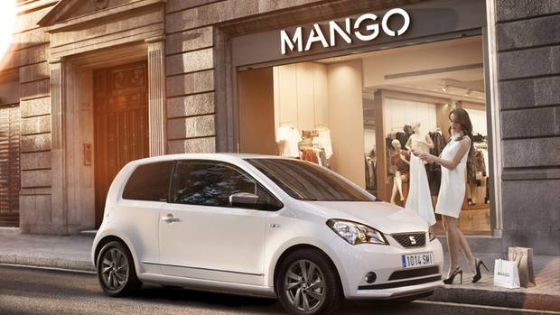 Seat Mii  Wenn es ein wirklich kleiner Wagen sein soll, können Sie sich den Seat Mii ansehen. Er ist weitgehend baugleich mit den VW up und Skoda Citigo – aber gebraucht billiger. Den schickeren VW up gibt es weit häufiger, er ist aber auch gebraucht spürbar teurer. Seat Mii bietet Platz für zwei Personen mit Gepäck. Mit nur 3,56 Metern Länge lässt sich der Winzling leicht manövrieren. Der Parkplatzstress ist deutlich geringer als bei einem ausgewachsenen Auto.  Brauchbare Gebrauchte gibt es ab etwa 4000 Euro. Vorteil: Sie sind nicht uralt. Achten Sie auf den Tachostand. Manche Fahrzeuge haben wenig Kilometer auf der Uhr, aber ein Kleinstwagen, der im Einsatz eines Pflege- oder Lieferdienstes 150.000 Kilometer gelaufen hat, hat seine besten Tage lange hinter sich.  Preisbeispiel: Seat Mii Style – 60 PS – Erstzulassung 04/2013 – Kilometerstand: 82.400 - Preis: 4200 Euro