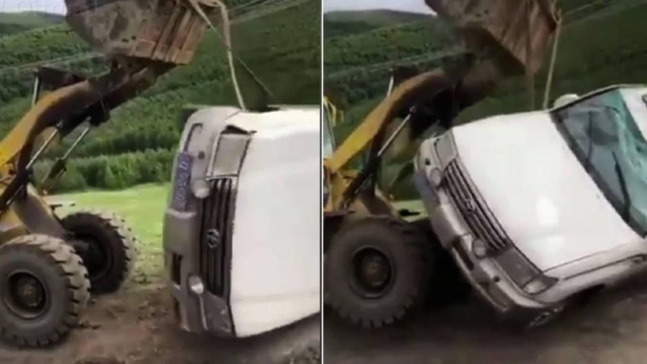 SUV-Fahrer: Radlader-Fahrer hilft nach Unfall - und macht alles noch schlimmer
