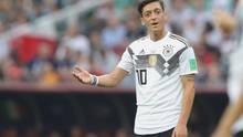 Mesut Özil bei einem seiner letzten Einsätze im Nationalteam: Weiter Diskussion um Rassismusvorwürfe