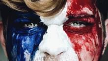 Mann mit Frankreich-Flagge