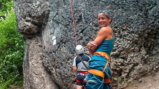 Aufsteigen und abtauchen: Janine Ziermann gibt rund um Pottenstein Kletterkurse