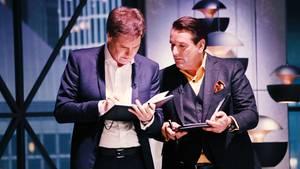 Carsten Maschmeyer und Ralf Dümmel besprechen ihr Millionenangebot an Smart Sleep