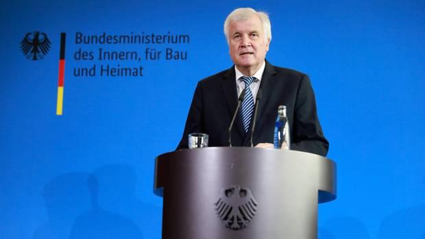 So rechtfertigt Bundesinnenminister Seehofer die umstrittene Wegbeförderung von Hans Georg-Maaßen