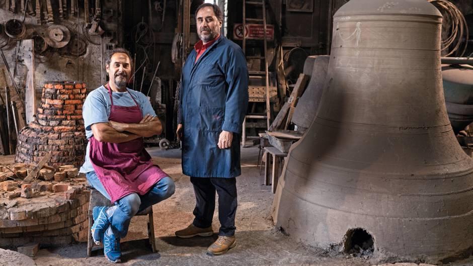 Die Brüder Pasquale (l.) und Armando Marinelli in ihrer Werkstatt