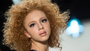 Anna Ermakova (18) schaut gezielt in die Kamera