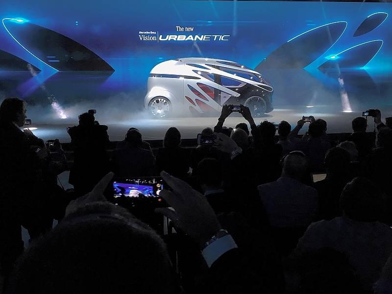 Daimler mit der Konzeptstudie Urbanetic auf der IAA Nutzfahrzeuge 2018