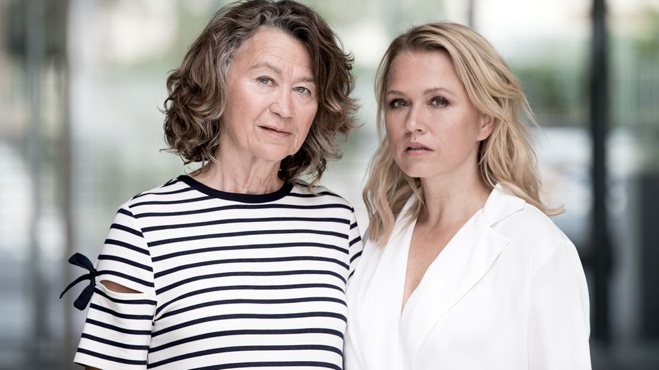 Nova Meierhenrich zusammen mit ihrer Mutter Helga