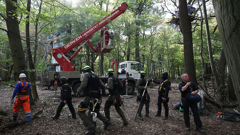 Eine Hebebühne des Verleihers Gerken im Hambacher Forst