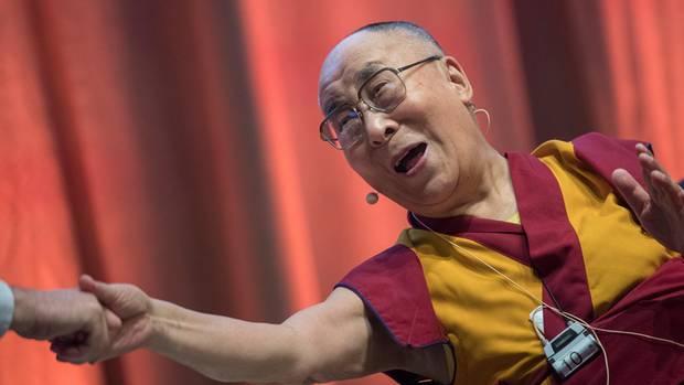 Dalai Lama bei einem Symposium in Darmstadt, Hessen