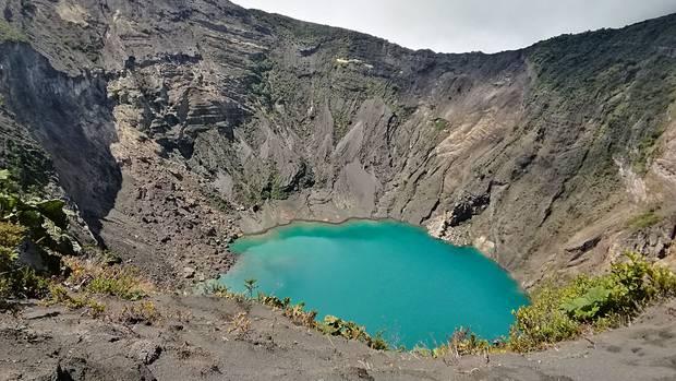 Ein Kilometer breit und 300 Meter tief: der Kratersee des Vulkans Irazú