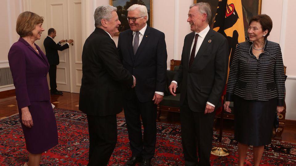 Die Altbundespräsidenten Joachim Gauck und Horst Köhler bei ihrem Nachfolger Frank-Walter Steinmeier