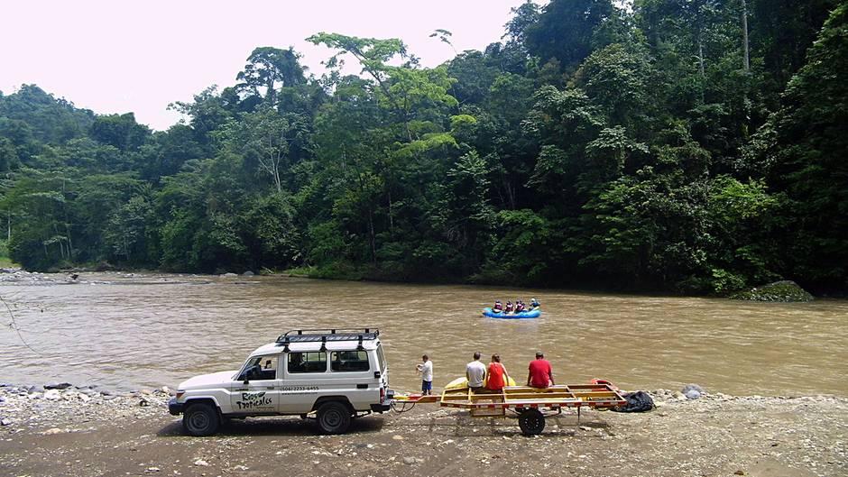 Fluss in der Provinz Limón von Costa Rica: Noch sieht alles harmlos aus und der Pacuare River fließt ruhig dahin