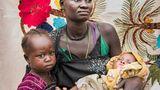 ... die ihr wichtigstes Hab und Gut auf der Flucht aus dem Südsudan nach Uganda gerettet haben, wurde auch ausgezeichnet
