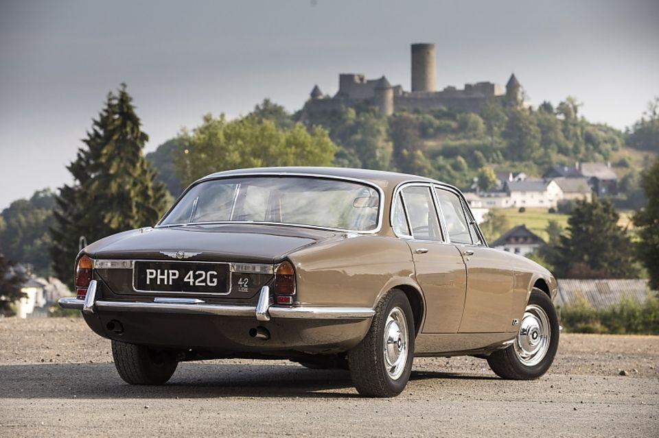 Jaguar-Chef Sir William Lyons holte sich auch einen XJ6