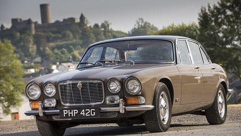 Auch die Queen Mum fuhr bis zuletzt einen Jaguar XJ, standesgemäß mit einem Zwölfzylindermotor