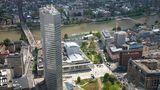 Der Main Tower Frankfurt gehört mit einer Höhe von Metern zu den höchsten Wolkenkratzern Deutschlands. Eine Aussichtsplattform befindet sich in knapp 200 Metern. Eintrittspreis: 7,50 Euro.  Infos: www.maintower.de
