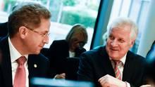 Schluss mit lustig: Sachfragen sollten wieder auf der politischen Agenda von Horst Seehofer und Co. stehen.
