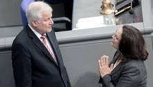 Horst Seehofer (CSU) und Andrea Nahles (SPD) berichten widersprüchlich von den Verhandlungen um Hans-Georg Maaßen