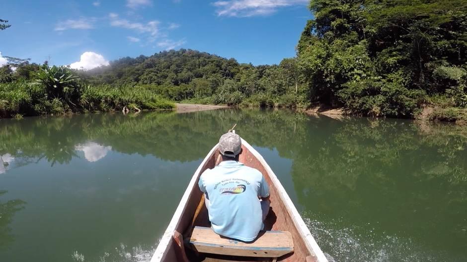 Costa Rica: Ein Besuch im Regenwald: Im Einbaum zu den Indios