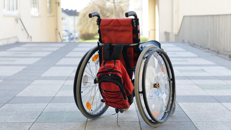 Ein leerer Rollstuhl