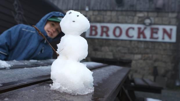 Nachrichten aus Deutschland: Erster Schnee am Brocken