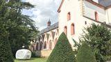 Das imposante Kloster Eberbach aus dem 12. Jahrhundert widmet sich heute dem Weinanbau