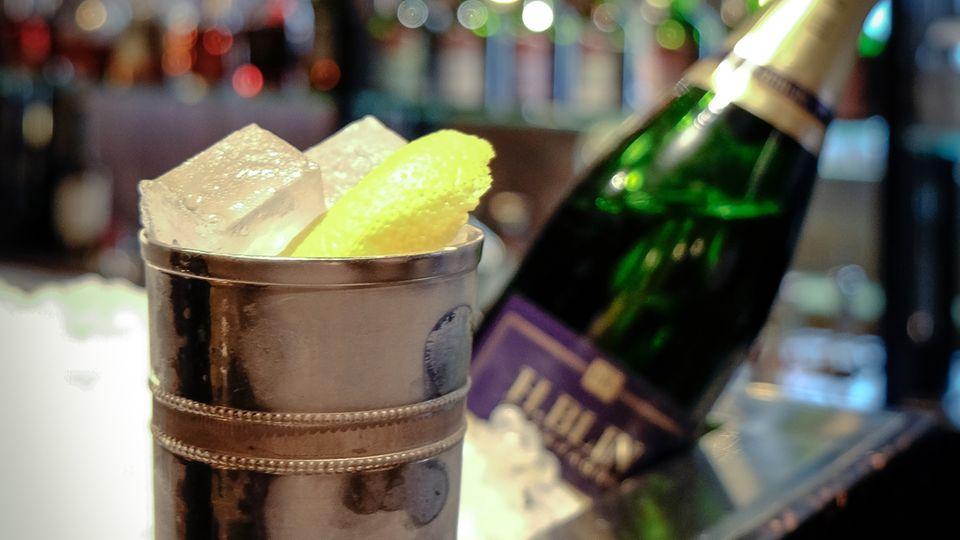 Vereint erstklassigen Gin mit gutem Champagner: French 75