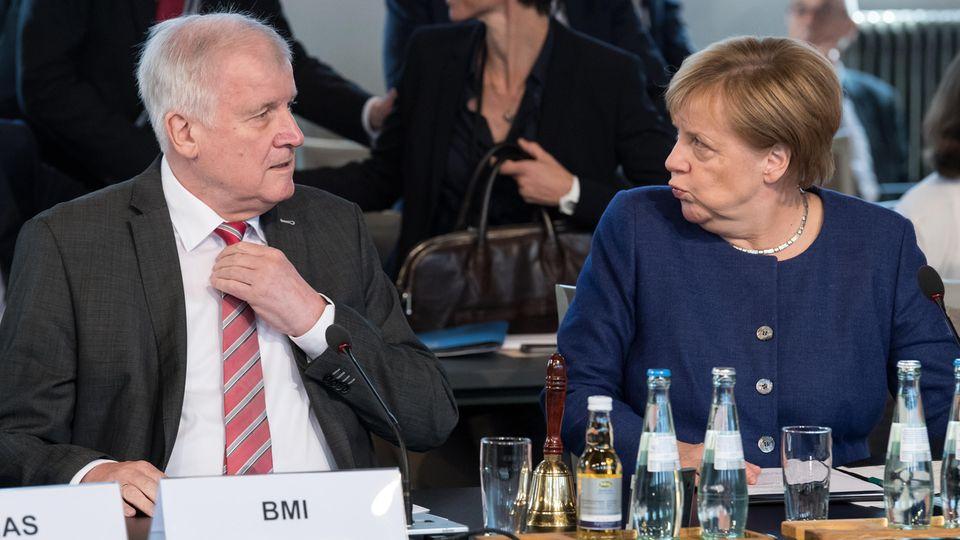 Horst Seehofer und Angela Merkel: Der Regierung geht's vielleicht nicht bestens, den Deutschen aber eigentlich schon