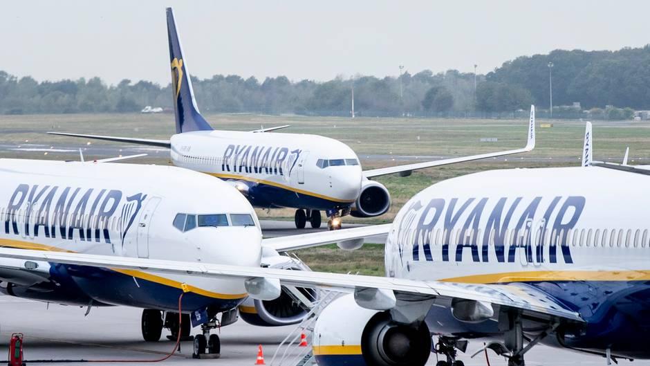 Ryanair-Maschinen warten auf Flüge