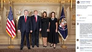 Petro Poroschenko, Donald Trumpund ihre Ehefrauen posieren für ein Foto