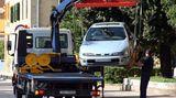 Vorsicht bei der Werkstatt-Empfehlung von Pannendiensten. Auch die Gelben Engel sind nicht unparteiisch. Meist fahren die Abschleppwagen im Auftrag des ADAC und sind mit einer Werkstatt verbunden und die empfehlen sie auch. Oder: Der Fahrer bekommt eine Kundenprämie, wenn er ein Reparaturfahrzeug stellt.  Besonders misstrauisch sollten Sie sein, wenn Sie zu einer Werkstatt gedrängt werden