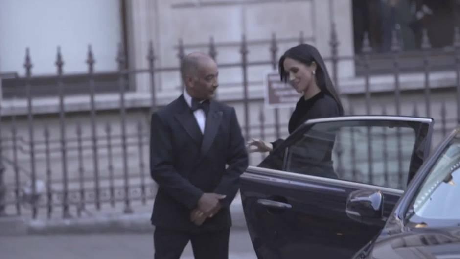 #Doorgate: Herzogin Meghan hält sich nicht an die königliche Etikette - und sorgt für Diskussionen