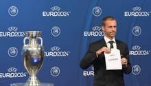 Uefa-Präsident: Alexander Ceferin präsentiert den Sieger des EM-Vergabe: Germany
