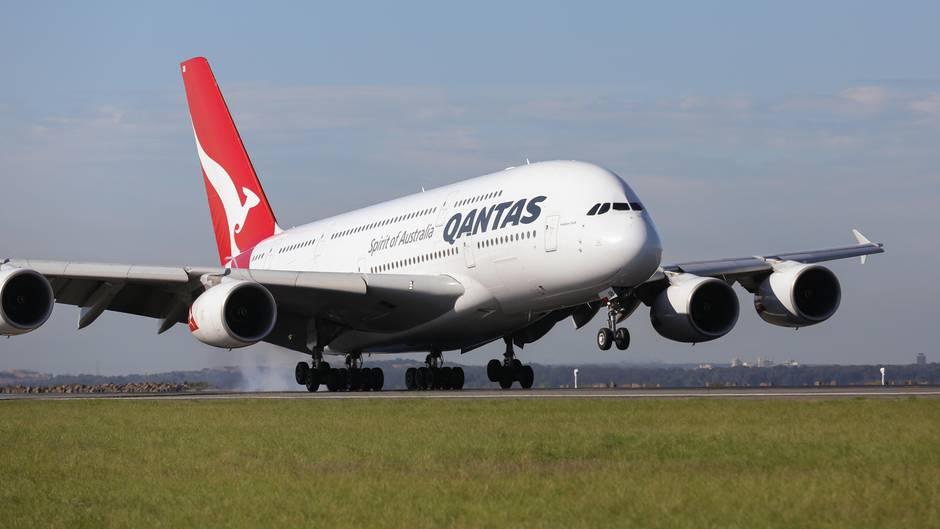 Ein Airbus A380 von Qantas bei der Landung. Zur Flotte der australischen Fluggesellschaft gehören zwölf Exemplare.