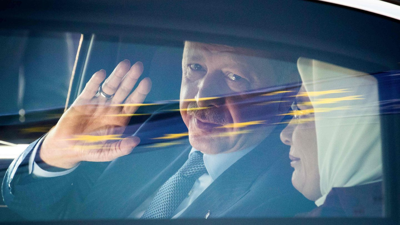 Der türkische Präsident Recep Tayyip Erdogan zusammen mit seiner Frau Emine nach seiner Ankunft in Berlin
