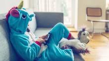 Besonders Kinder sollten nicht zu viel Zeit am Handy oder vor dem Bildschirm verbringen.