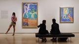 Umsonst ins MoMA  Höchstpreise verlangt das Museum of Modern Art für den Eintritt: 25 US-Dollar. Für den Betrag möchten andere Essen gehen - statt ins Museum? Die gute Nachricht für alle, deren Portemonnaie am Ende des New-York-Besuchs fast leer ist: Freitags von 16 bis 20 Uhr ist ein Besuch des Museum of Modern Art kostenlos.  Infos:www.moma.org